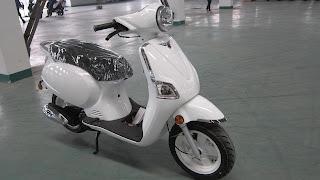 white vespa roller setting