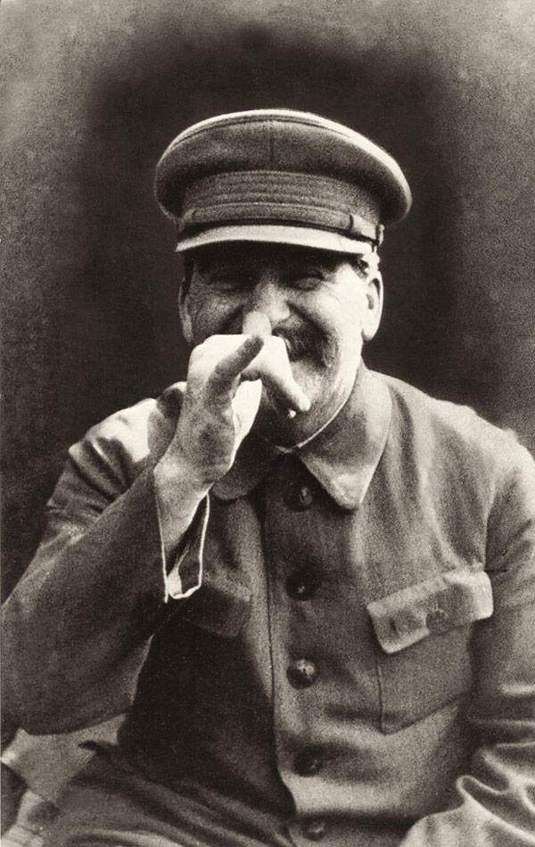 Fotos tontas de figuras históricas conocidas por ser serias