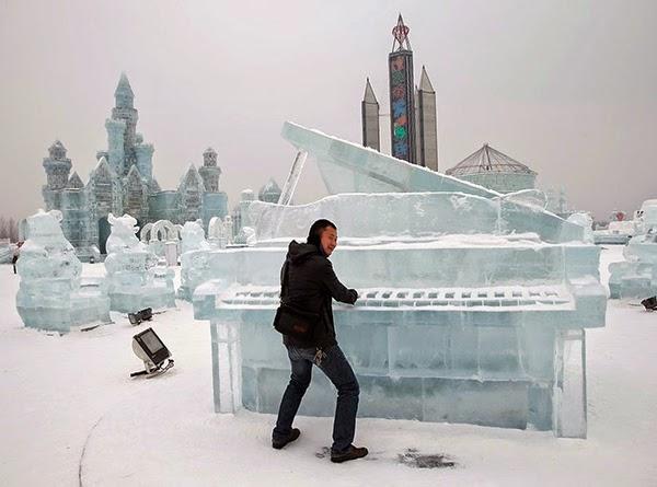 صور متميزة وساحرة من مهرجان الجليد والثلج j41.jpg