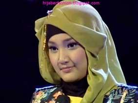 Berikut juga kami berikan kumpulan baju dan Jilbab Fatin Shidqia Lubis