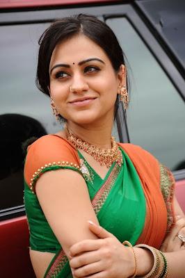 aksha in saree hot images