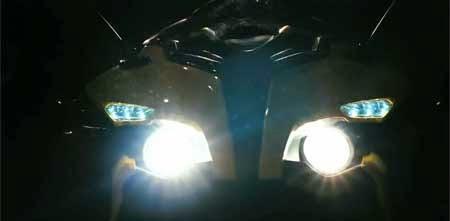 lampu depan Bajaj Pulsar RS200