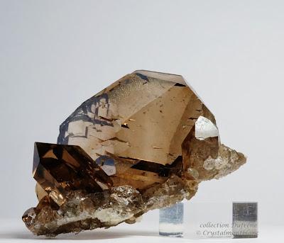 gwindel composé de quartz fumé, cristal trouvé dans les montagnes du Mont-Blanc