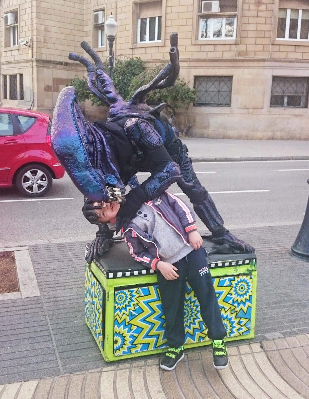 obcy,artyści uliczni, barcelona atrakcje,podróże,blog blogerka szczecin