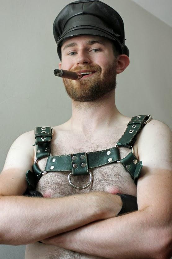 Cigar Smoking Hunks: RANDOM CIGAR PICS FROM THE WEB
