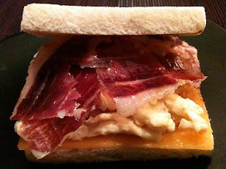 Cocina con Aníbal Sandwich ibérico con huevo revuelto