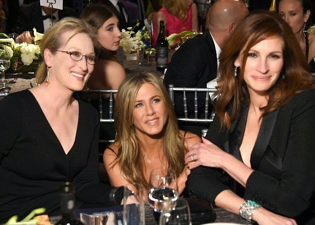 The 45-year-old approached so lovely with Meryl Streep and Julia Roberts on a sweet poses for the photographer camera.