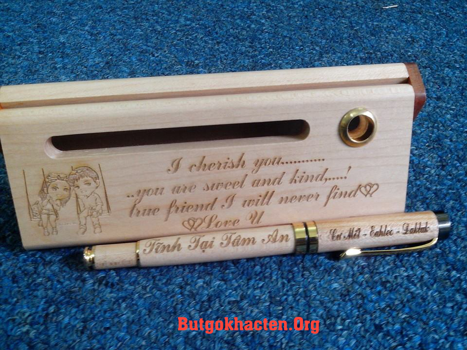 Bút gỗ khắc tên dành tặng người yêu thương