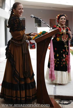 Present a fashion show about the rebozo: The History of the Rebozo Through Time
