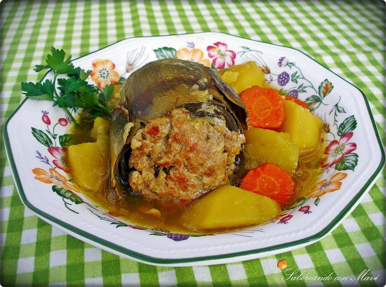 Guiso de alcachofas rellenas de pollo