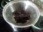 Prajitura cu branza cocos preparare reteta blat - topim ciocolata la bain-marie