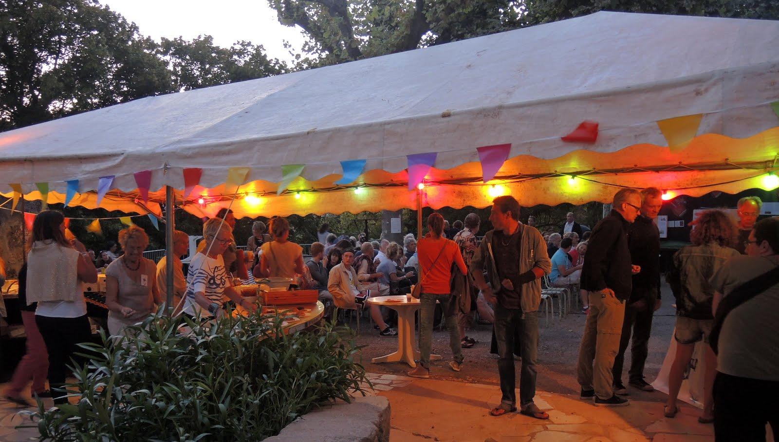 La buvette du Festival .... le soir tombe