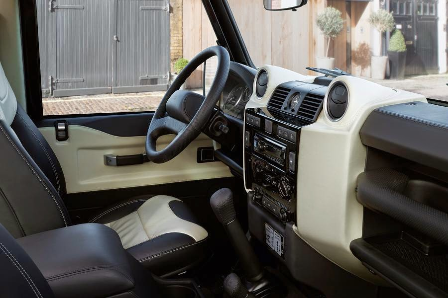 Land Rover Defender 90 Station Wagon Autobiography Limited Edition (2015) Interior