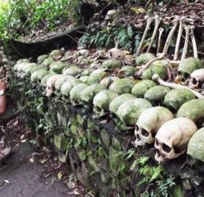 Kuburan Trunyan - Adat Pemakaman Yang Unik [ www.BlogApaAja.com ]