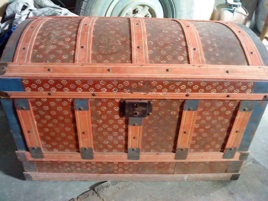 Reparaci n antiguo ba l con decoupage bricolaje - Restaurar baules antiguos ...