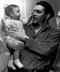 Un niño momentos antes de ser devorado por un comunista