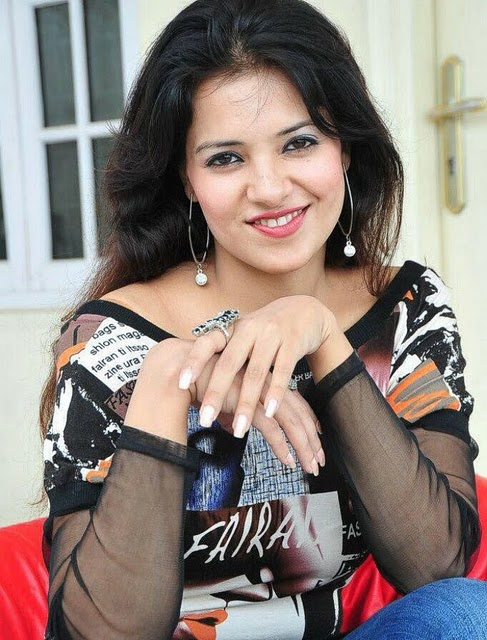 Sexy Saloni Aswani Hot Spicy Wallpapers