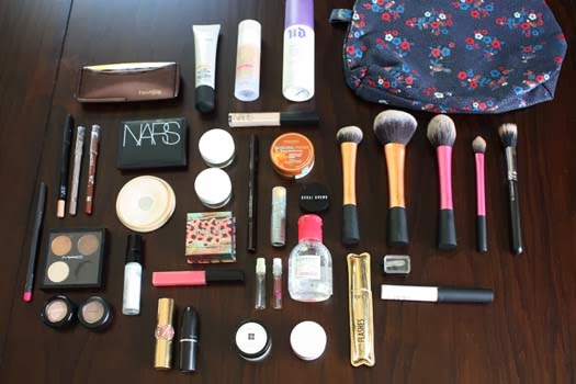 The Melbourne Makeup Bag