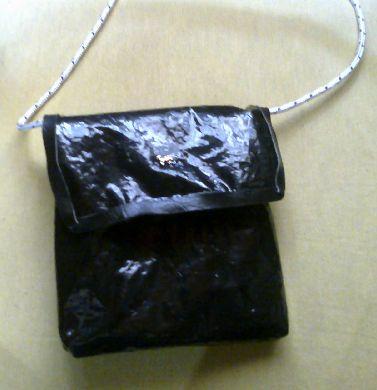 carterita porta celular con sachet leche