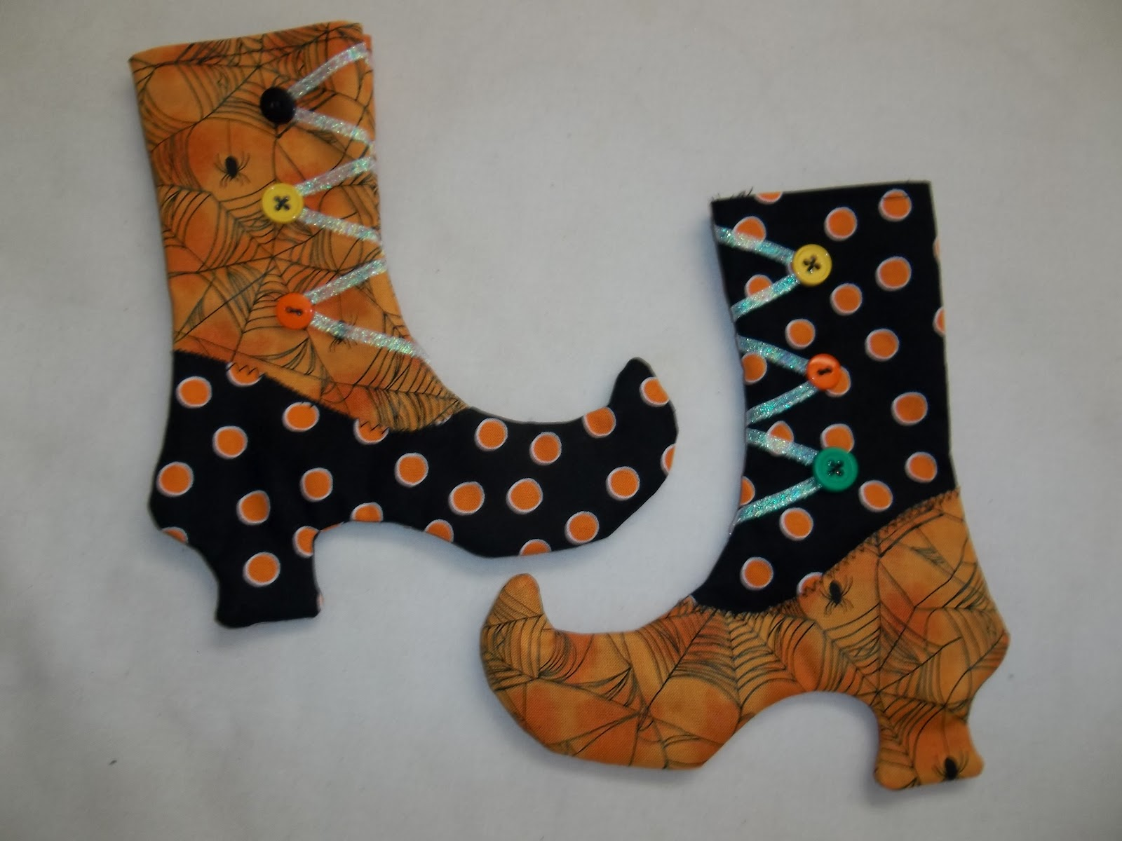 http://sharonsews.blogspot.com/2011/10/tutorial-sew-witch-stocking-shoe-treat.html