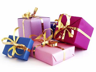 http://4.bp.blogspot.com/-a2lBYwGaZ3c/Tlv52WA5arI/AAAAAAAAAgU/YhtJ-r-vuz8/s400/Christmas-Gifts.jpg