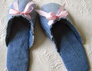 http://trapillo.com/blog/como-hacer-pantuflas-de-jean/