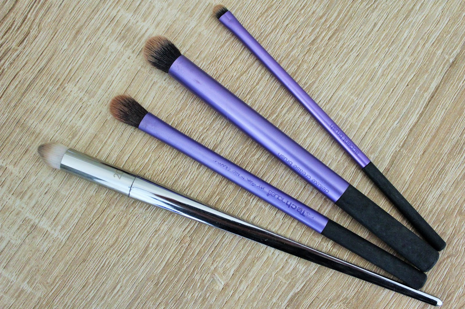 Real Techniques Starter Set (Eyes) and Bold Metals Pointed Crease Brush