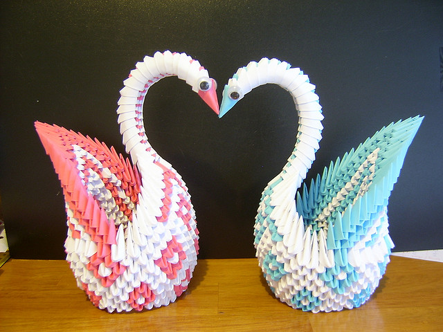 Origami maniacs 3d origami diamond patterned swan for Origami swan easy step by step