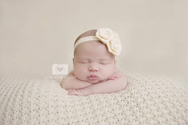 newborn, female, photographer, edinburgh, lothians, borders, duns, berwickshire, glasgow, fife, north berwick, baby, toes, studio, natural, light