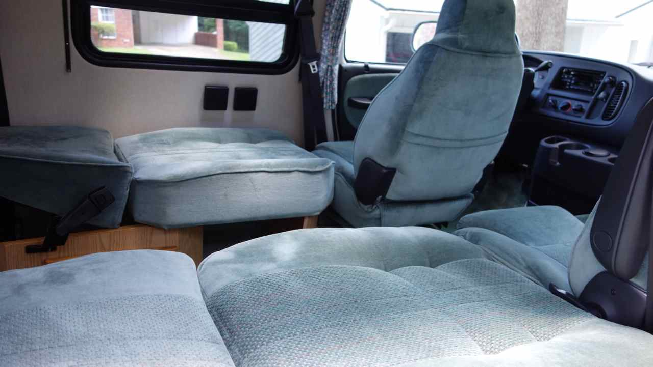 Van captain chair - The 4 Front Captains Chairs Turn Into 2 Beds