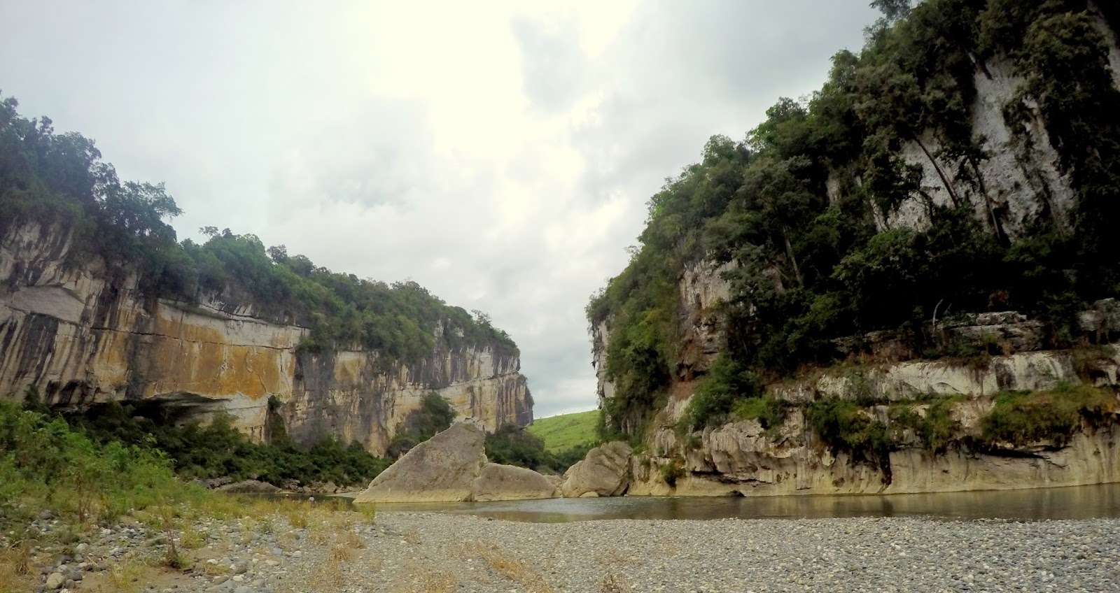 Canyon Feel of the Rock Formation, Siitan River, Nagtipunan Quirino