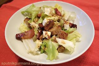 Салат с камамбером и шпиком