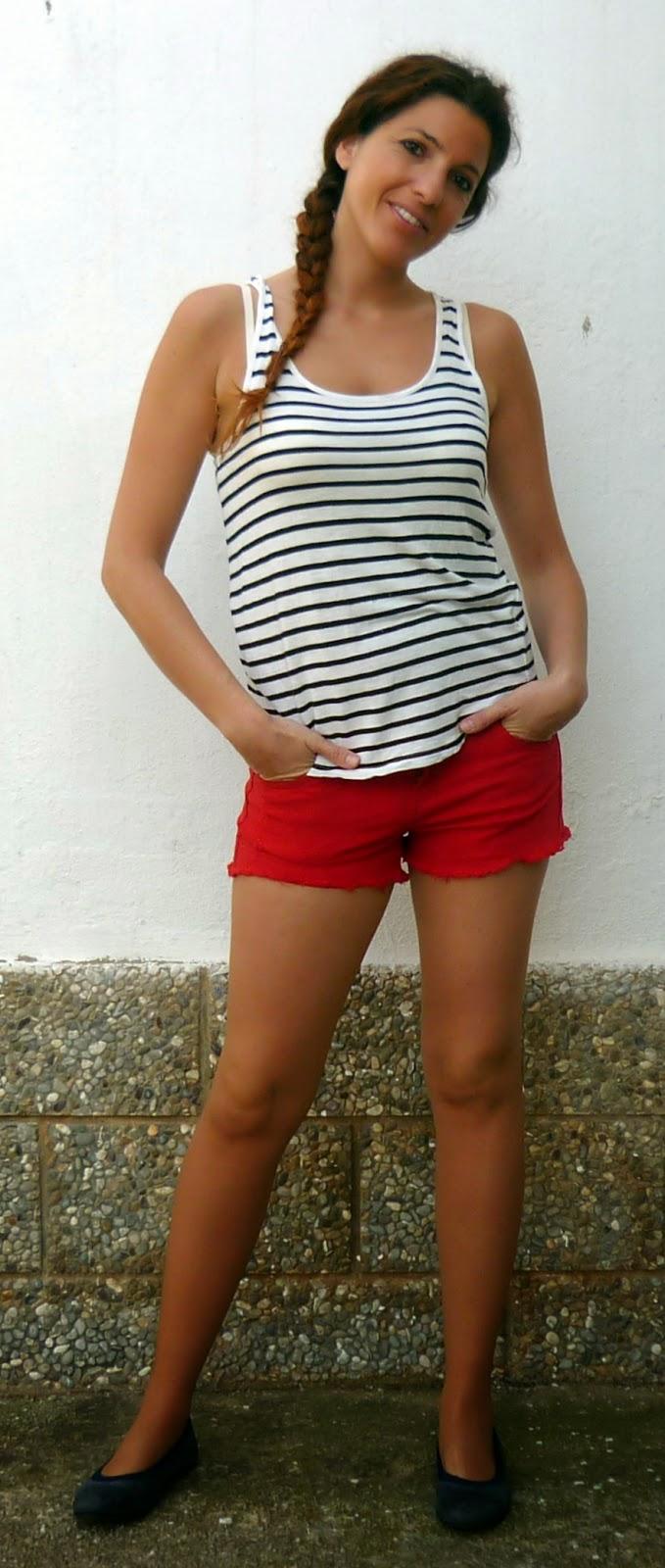 short rojo camiseta rayas
