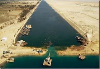 Mesir bina Terusan Suez baru