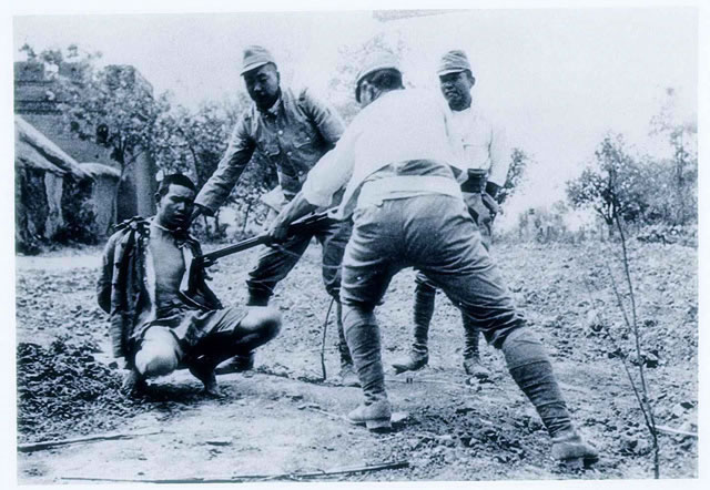 Japanese soldiers use live Chinese soldiers captured in Xuzhou area for bayonet practice-May 1938
