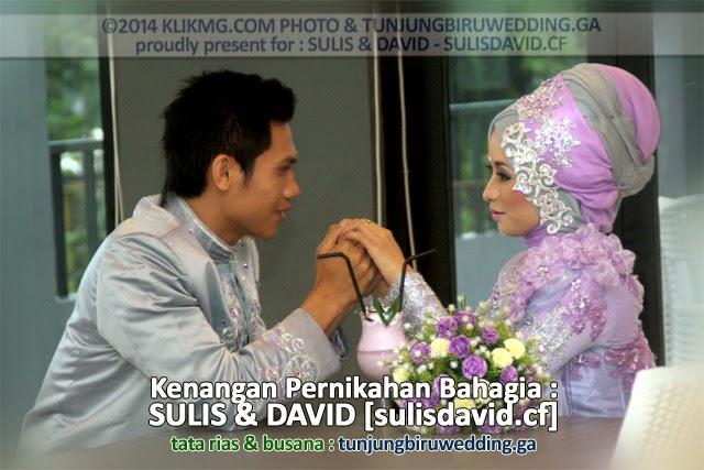 Kenangan Pernikahan SULIS & DAVID pada 15 November 2014 dalam Balutan Busana Hijab Ungu karya : Tunjung Biru Rias Pengantin & Perancang Busana | Foto oleh Klikmg Fotografi -|||- Butuh rias pengantin & perancang busana sekaligus untuk event paling berharga dalam hidup Anda (Wedding / dll) silahkan hubuhgi : TUNJUNGBIRUWEDDING.GA Phone : 0857.4388.3188 /atau/ BBM Pin : 220fc29c -|||- Butuh layanan Fotografer sekaligus ingin buat Album Foto Digital Online ? silahkan hubungi kami : klikmg fotografi : 085.2929.584.99 / 0857.150.44.777 / 0877.1974.0234 / 0881.267.1966 / via : BBM Pin 1 : 2855889e / BBM Pin 2 : 7d132dda