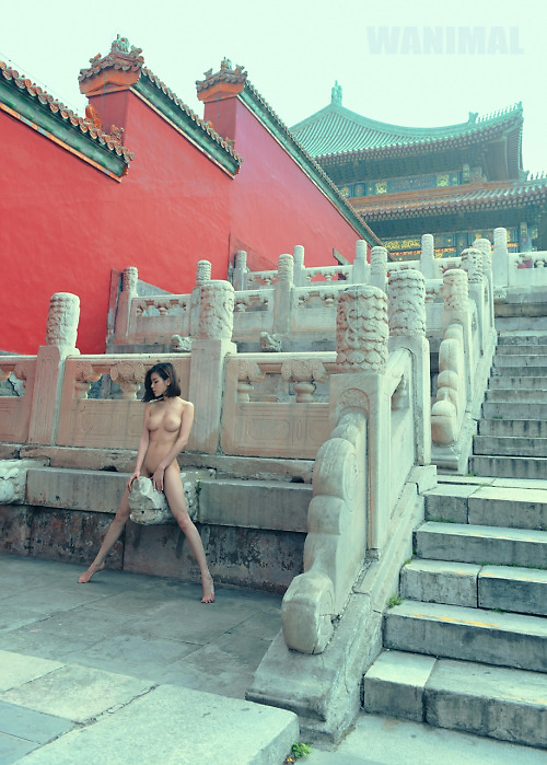 Naked model taken in the Forbidden City (photoshop)