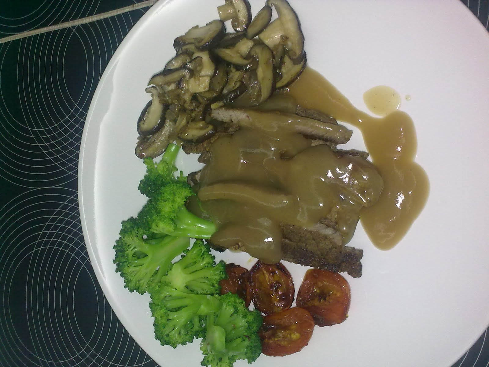 Menu : Sliced Grilled Steak with Brocolli, Grilled Cherry Tomato ...