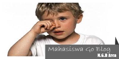 bahaya yang ditimbulkan dari mengucek mata dan kebiasaan buruk lainnya