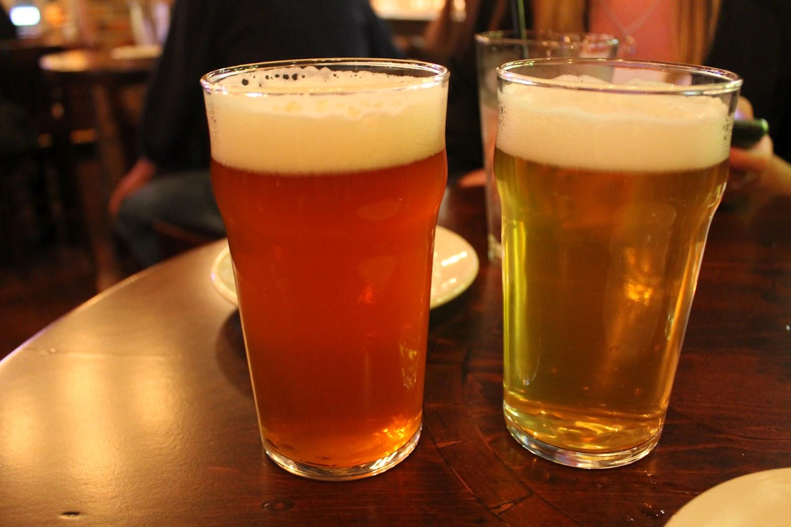 John Harvard/'s Brew House Pint Beer Glass A-14