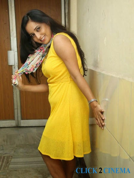 Ishika Singh New Photos Stills Gallery