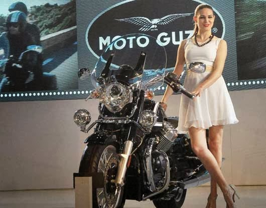 sexy model in auto expo greater noida 2014