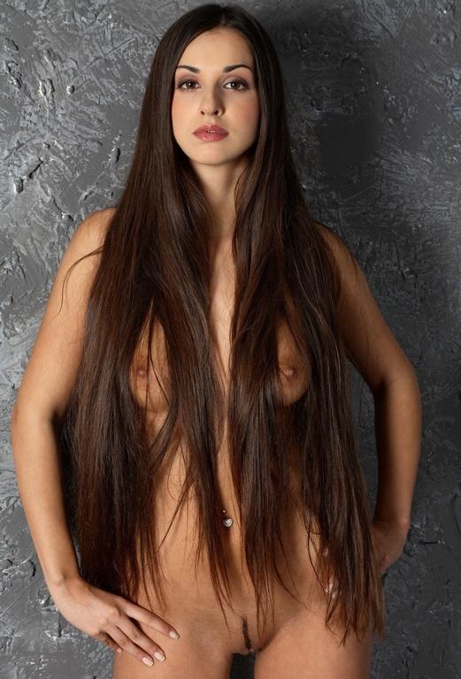 эротика фото женщины длинные волосы