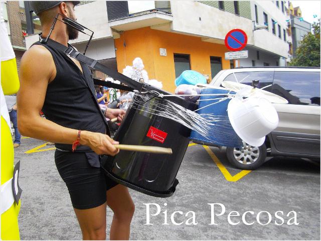 disfraz-hombre-orquesta-diy-descenso-folklorico-nalon-pola-laviana-01