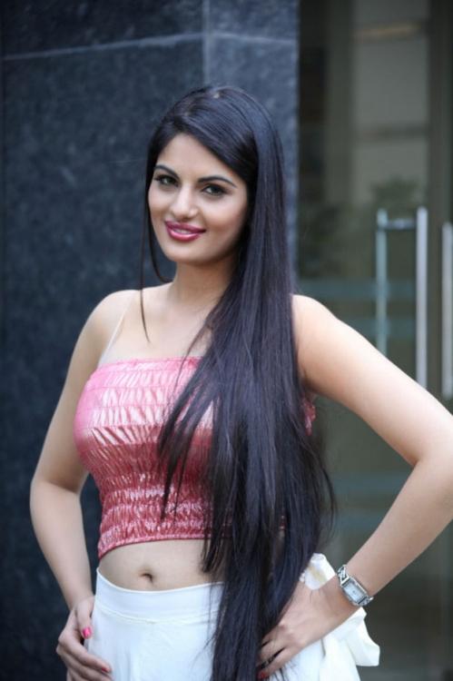 Jinal pandya latest hot in stripless dress