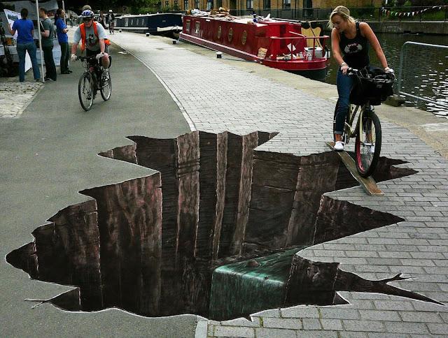Augujero en el piso. Arte callejero, street art