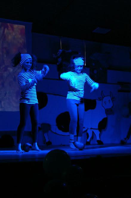 les prisonniers ( Julie & Juliette - danse moderne-jazz 8-10 ans)