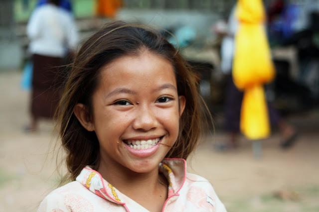 Les sourires khmers : Visages d'enfants cambodgiens