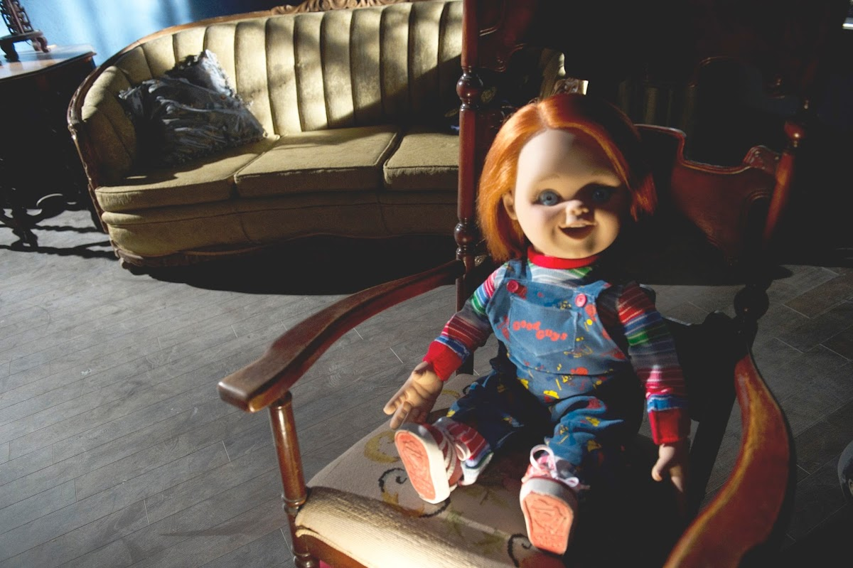 http://4.bp.blogspot.com/-a5Tl8El_sa8/Ui82muGrgAI/AAAAAAAAEJU/V4zO9PX8bao/s1200/curse-of-chucky-blu-ray-dvd-Chucky-in-chair-lightened_rgb.jpg