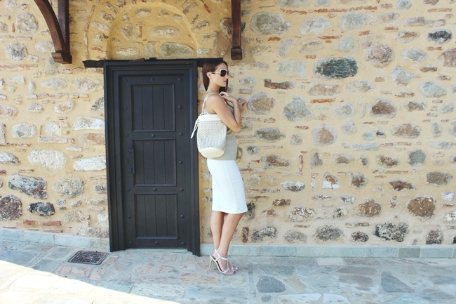 "Cream & Gold | Sleek & Chic outfit.Anel white pencil skirt.Pin Up gold knitted top.Dita ""Marseilles"" sunglasses.Sophisticated looks.Studded bag and sandals.Anel ρουχα.Pin Up ρουχα."